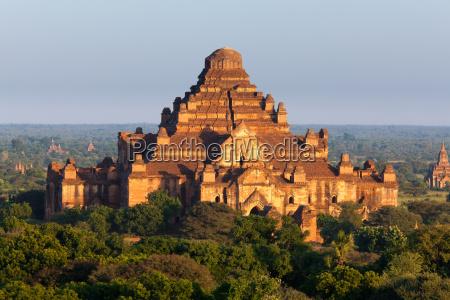 stupa bagan myanmar