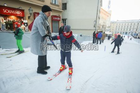 los ninyos aprender a esquiar