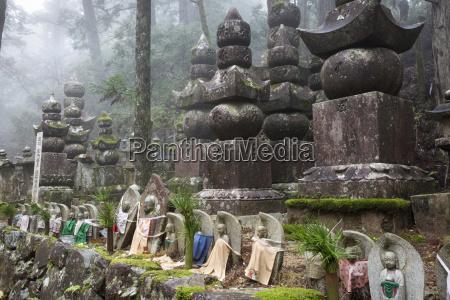 buddhist cemetery of oku no in